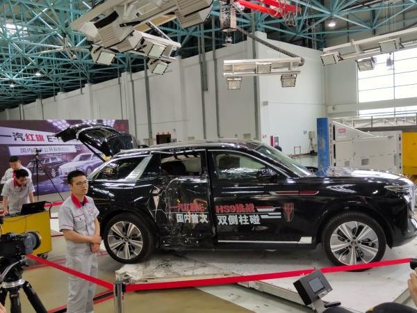 国内首次红旗E-HS9双侧柱碰撞试验 红旗ehs9评价怎么样碰撞测试成绩如何