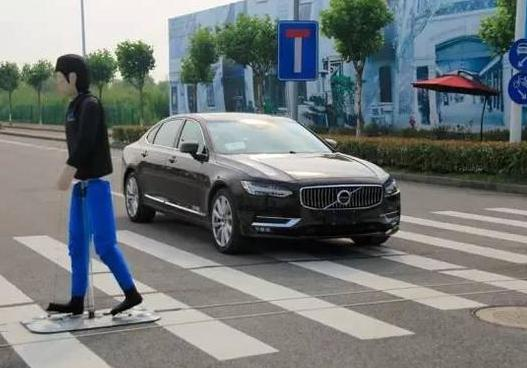成都市智能网联汽车道路测试启动! 成都市智能网联汽车道路测试启动支撑牌照发放!