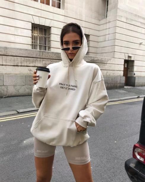 """今年流行的卫衣怎样穿才是潮人?2021夏季最新卫衣""""王炸穿法""""高级又时髦"""