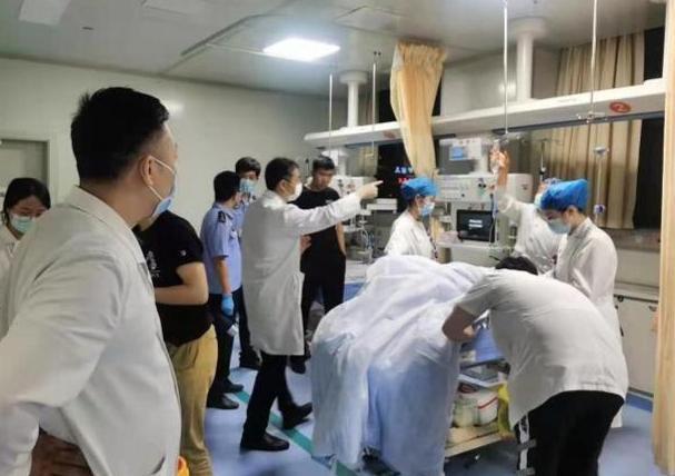 南京胖哥已从ICU转入普通病房,南京胖哥表示不要守在ICU门口是怎么回事?