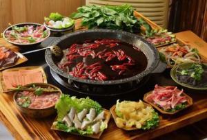 火锅店里有些食材盘子里为什么会垫上一些生菜?怎么调出好吃的火锅蘸料?