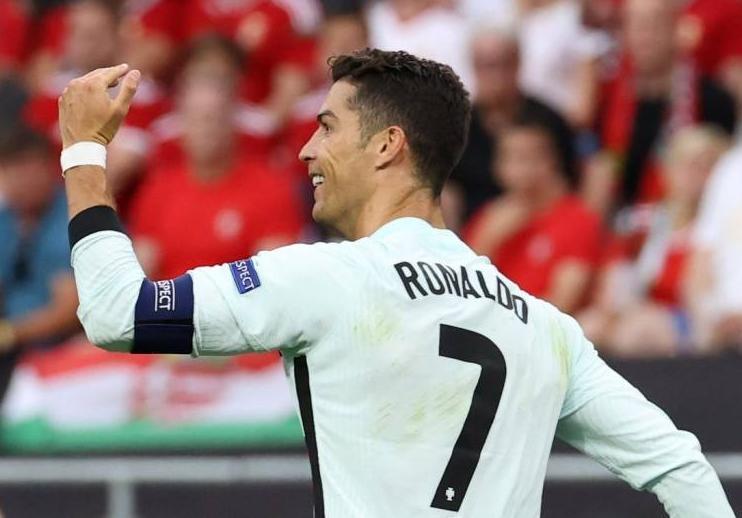C罗梅开二度加冕欧洲杯历史射手王,为啥C罗能一夜登顶欧洲杯历史射手王?