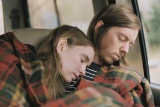 在车里开空调睡觉可能会导致死亡?车内睡觉要注意保持车内空气流通!