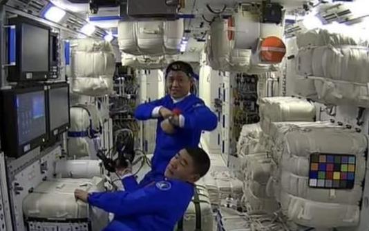 航天员太空外卖已送达有宫保鸡丁!  航天员太空伙食曝光