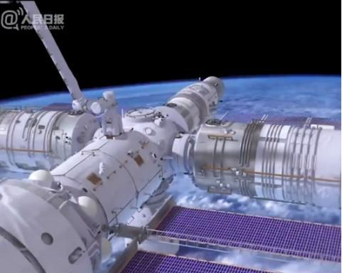 中国空间站机械臂到底有多牛?3名航天员在空间站不用值夜班吗?