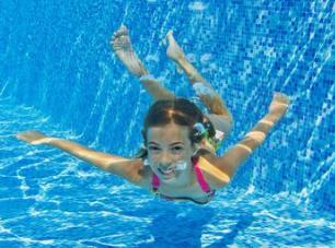 夏季游泳注意事项 切记不可独自一人外出游泳!