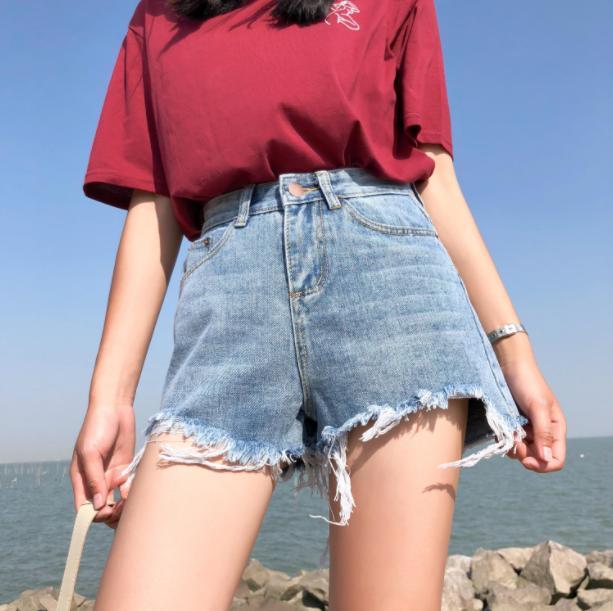 上班也适合穿的韩版牛仔短裤有哪些?韩版牛仔短裤这样穿搭轻松营造出大牌范儿!
