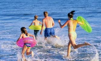 游泳:夏季最佳、对身体零伤害 有人坚持18年,最终抗癌成功