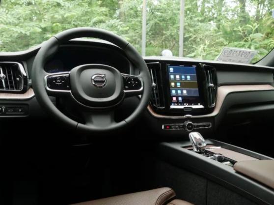 款XC60 RECHARGET8试驾 新款XC60t8系列车型运动舒适兼顾