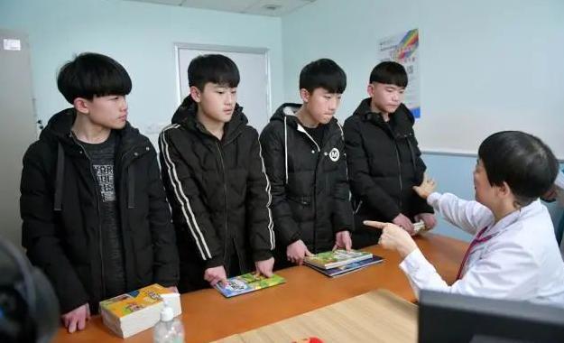 """湖南全男四胞胎高考成绩揭晓 考最好的想带妈妈""""去武大赏樱花"""""""