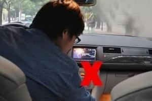 司机分心驾驶俯身捡手机导致单方撞护栏事故分心驾驶要不得!