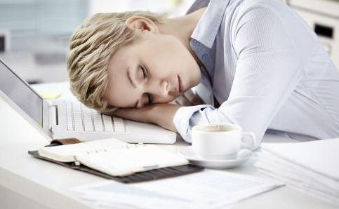 午睡不超过1小时减缓大脑早衰,夏季午睡睡多久才合适呢?