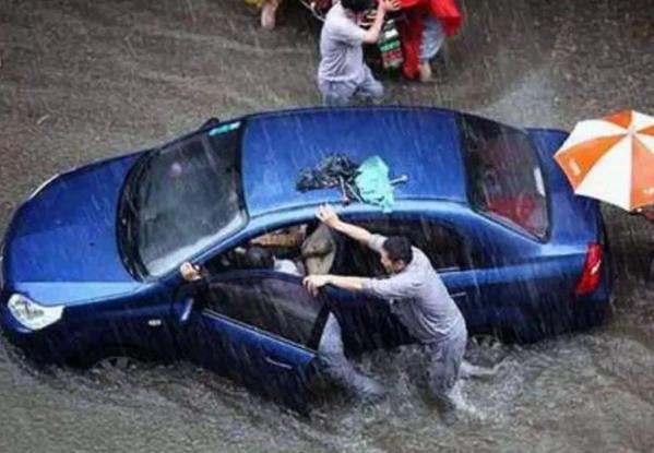 车辆被淹保险公司会赔付吗? 当车辆被淹的时候我们应该怎么做?
