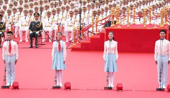 嘉兴女孩庆祝大会致献词! 这位优秀的嘉兴女孩今天在天安门广场致献词