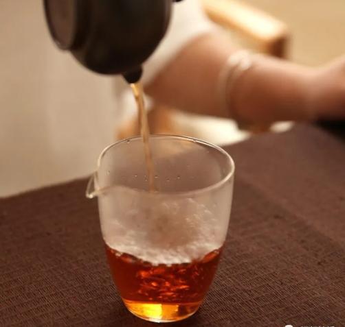 红茶生茶好还是熟茶好喝?红茶生茶与熟茶夏季该怎么喝才健康?