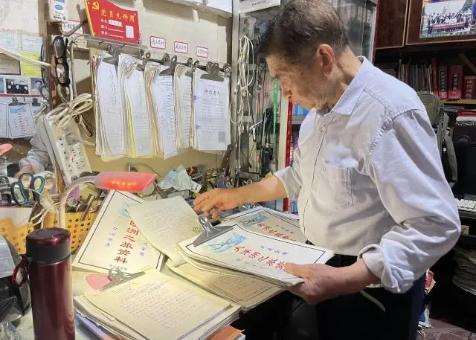 87岁老人自费40万环游世界,年近90岁仍期待着下一场旅行