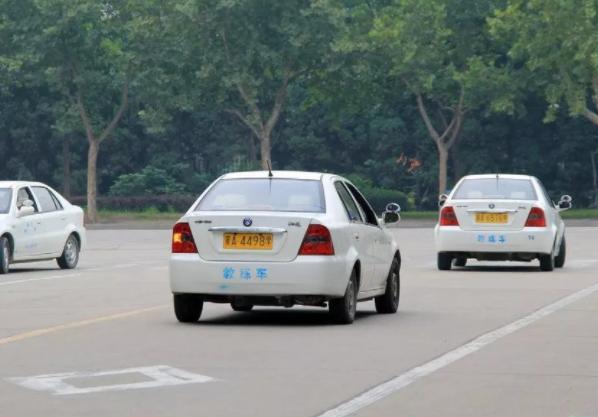 驾驶证与准驾车型不符 驾驶驾照不符的车型会怎样处罚?