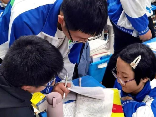 四川仁寿轮椅女孩高考606分 填报计算机系想在网络上遨游天地