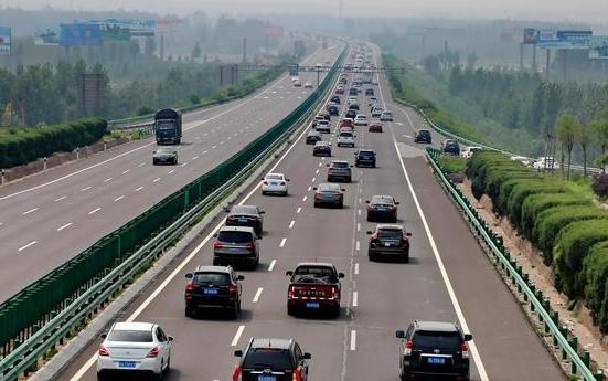 学会这几个高速公路行车技巧 助你安全驾驶不扣分