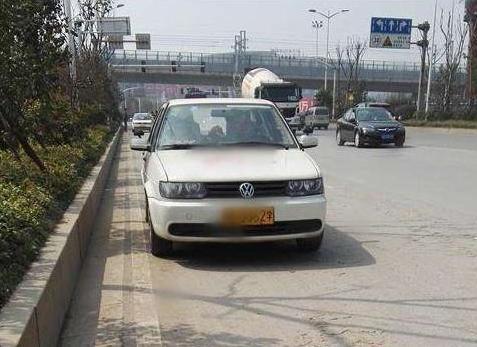 掌握这些靠边停车30cm技巧 你也可以像老司机一样流畅停车