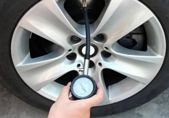 【汽车胎压多少合适】夏天汽车胎压多少合适?汽车胎压过高会有什么影响