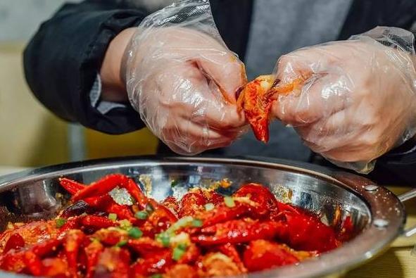 小龙虾吃到一半突然活了一只?夏季夜宵之王小龙虾怎么吃才安全?
