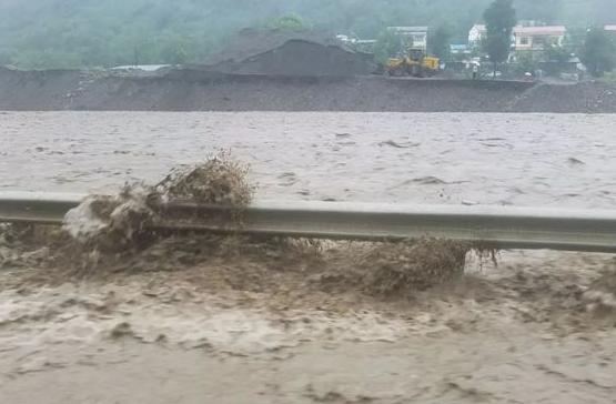 内蒙古两座水库决堤 洪水冲垮国道 内蒙古两座水库决堤原因是什么?