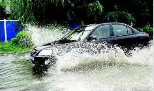 暴雨来临如何保护自己和车辆 暴雨天气行车应该怎么做