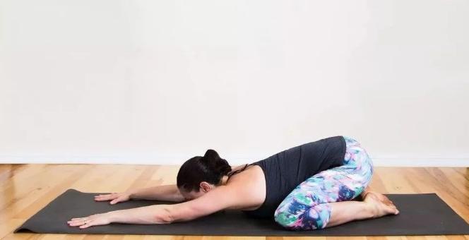 瑜伽入门基本动作    瑜伽初学者入门应该练什么动作?
