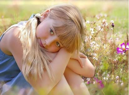 注意!抓住这些女孩性格养成的关键期,能让孩子更自信