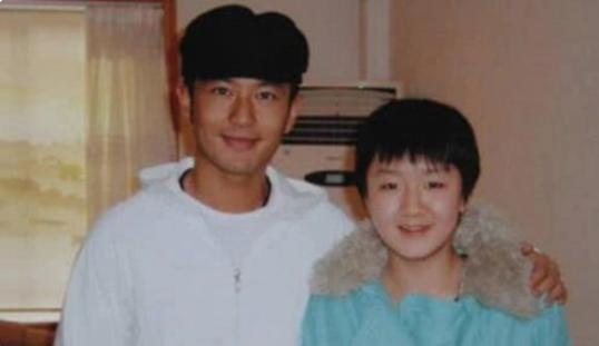 黄晓明祝贺表妹陈梦获女乒冠军 表哥黄晓明表示要为她接风