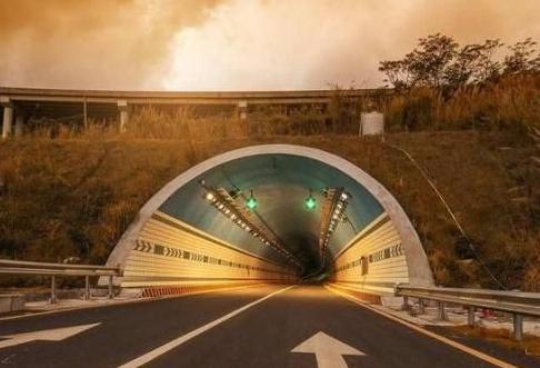 汽车隧道内安全驾驶5大注意事项 学会对你安全驾照会有很大帮助