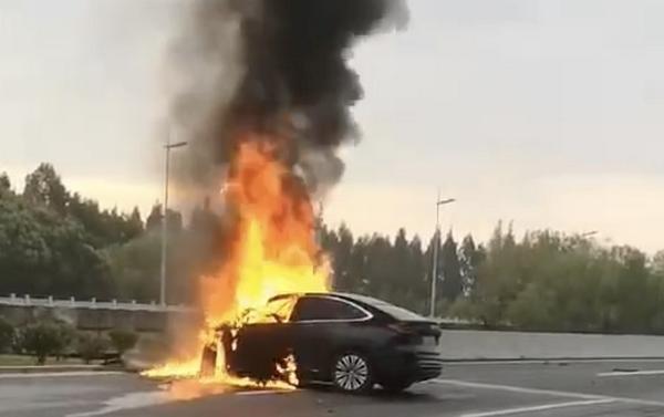 蔚来EC6碰撞后起火车主罹难 蔚来EC6起火为何电动车起火就备受关注
