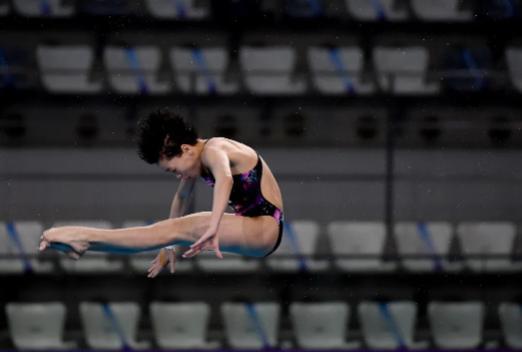 14岁天才少女拿下跳水金牌 参加的正式赛事不到10场