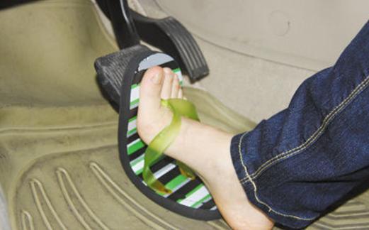司机穿拖鞋开车是否违反交规? 很多人都不以为然