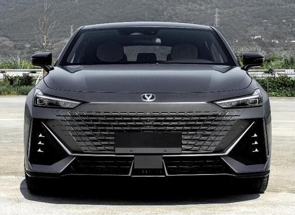 最新长安UNI-V官图发布!长安UNI首款轿车UNI-V亮相