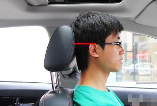 正确的驾驶坐姿对行车安全很重要 老司机都不一定知道