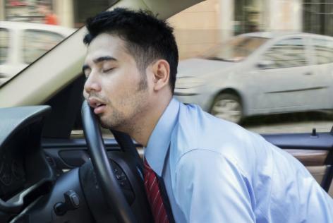 秋天开车犯困怎么办 分享几个防止打瞌睡的技巧