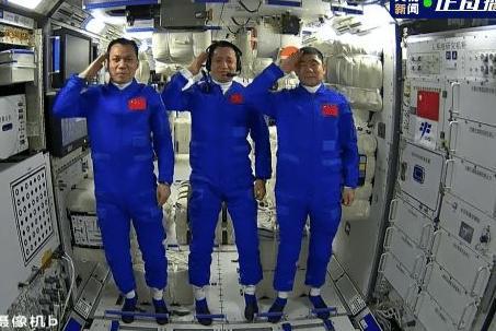 3名航天员在空间站打乒乓球 3名航天员在空间站打乒乓球惊呆网友