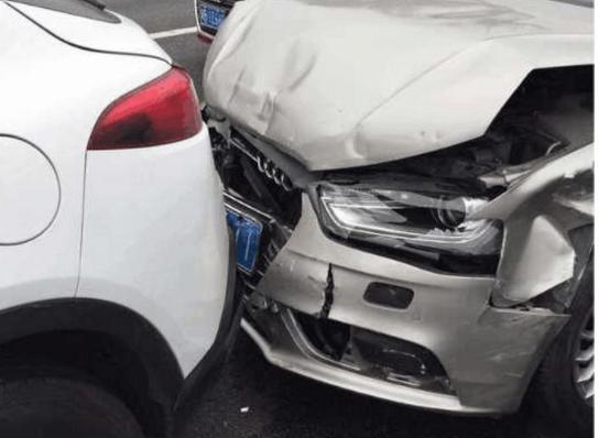 让你终身受益的防追尾驾驶经验 新手司机一定要学