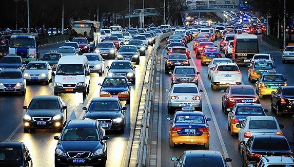拥堵路段驾驶技巧分享 学会这些便可有效跟车
