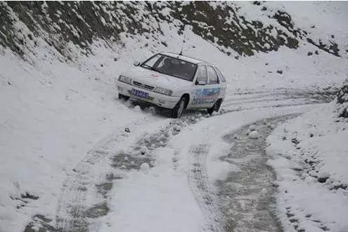 不同路段的转弯操作也不一样 学会不同的过弯方法也有助于安全驾驶