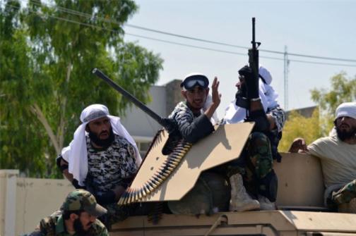 """塔利班""""阅兵""""展示美式武器 价值高达850亿美元"""