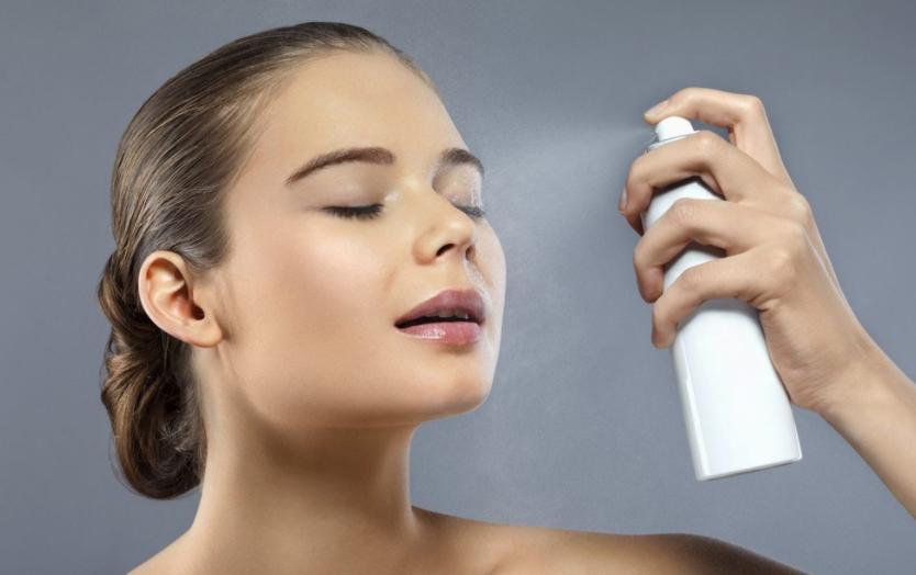 秋冬脸部皮肤怎样护理才能不干?最新秋冬皮肤补水的方法有哪些?