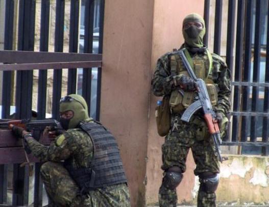 几内亚发生兵变 军车驶过激烈交火 几内亚发生兵变中国在几内亚机构人员总体稳定