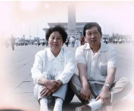 周杰母亲去世发文悼念:我爸妈妈送走了,以后我就是父母双网的人了