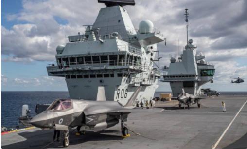 伊丽莎白女王号航母停靠日本 防卫大臣高调登临