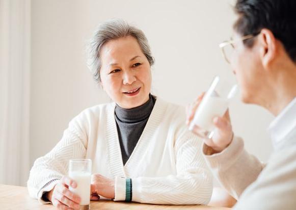 【中老年喝什么奶粉好】中老年喝什么奶粉好消化吸收?