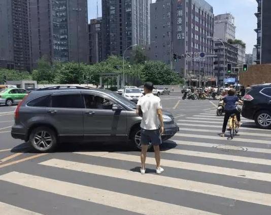 这几个极易发生危险的开车习惯要避免 不良的驾驶习惯害人害己