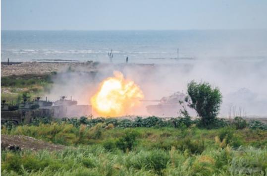 台军演练机场被炸瘫痪 战机起降战备道蔡英文现身